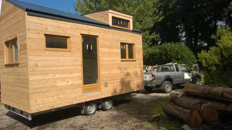 la tiny house est une petite maison sur roues en bois et transportable. Black Bedroom Furniture Sets. Home Design Ideas