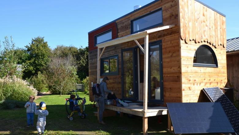 une tiny house autonome bien pens e pour la vie quotidienne. Black Bedroom Furniture Sets. Home Design Ideas