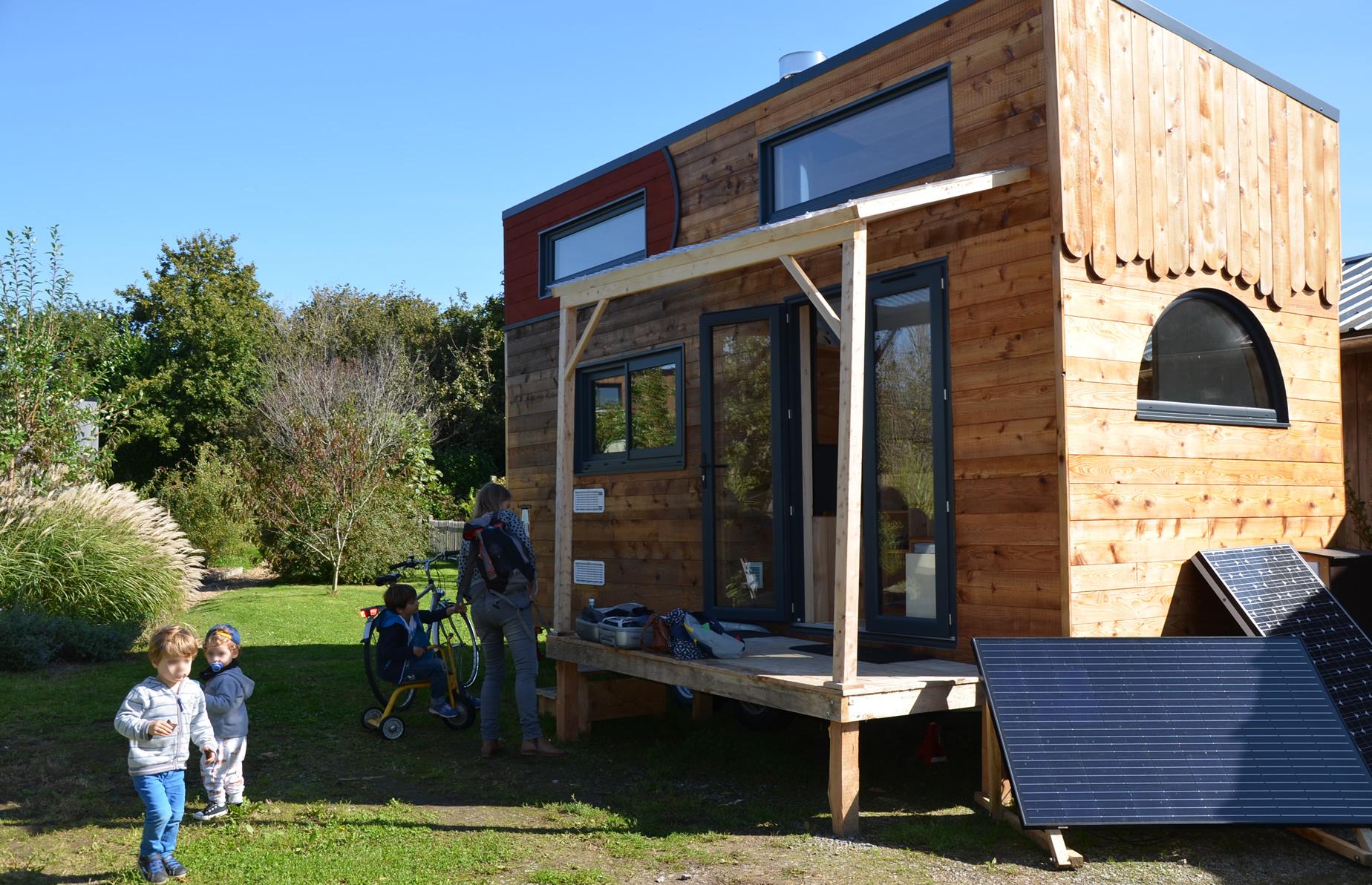 Unr tiny house autonome construite avec des matériaux écologique et du bois en circuit court