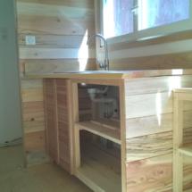 mini maison en bois sur roues