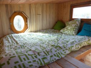 couchage pour deux personnes dans la tiny house