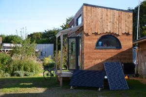 Tiny house autonome en électricité grâce aux panneaux solaires