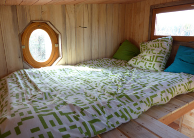 chambre-lit-2-personnes-tiny-house-a-vendre