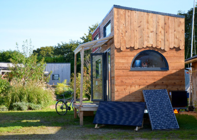 tiny-house-autonome-france-panneaux-solaires