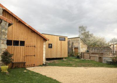 tiny-house-bretagne-installation-cour-de-la-maison-a-poitiers