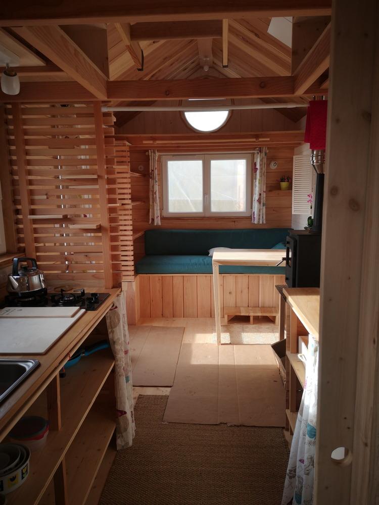 Tiny house France habitation permanente, salon, cuisine, chambre, salle d'eau, couchage, double vitrage