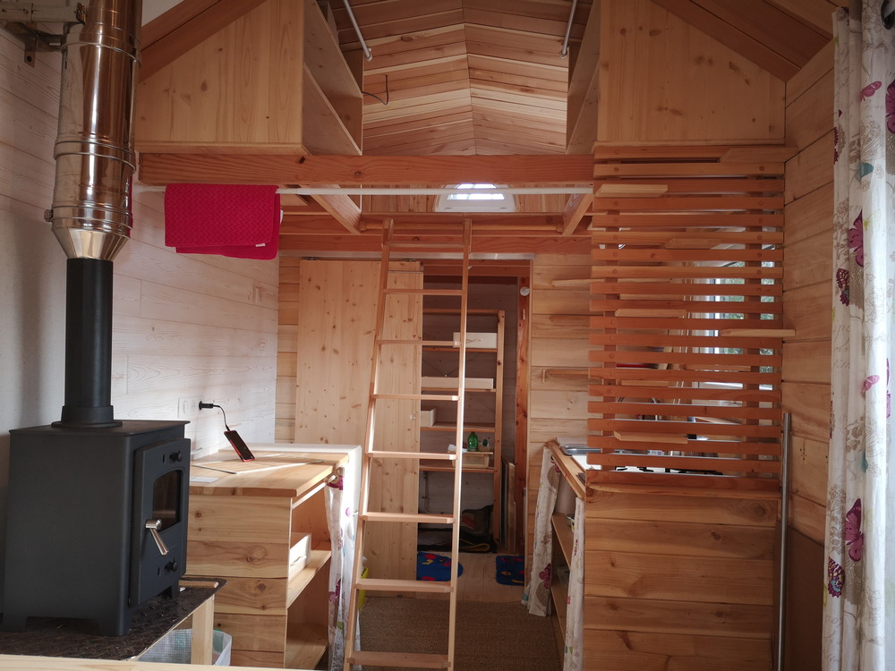 Tiny house France habitation permanente, bois massif, lumière, cuisine équipée