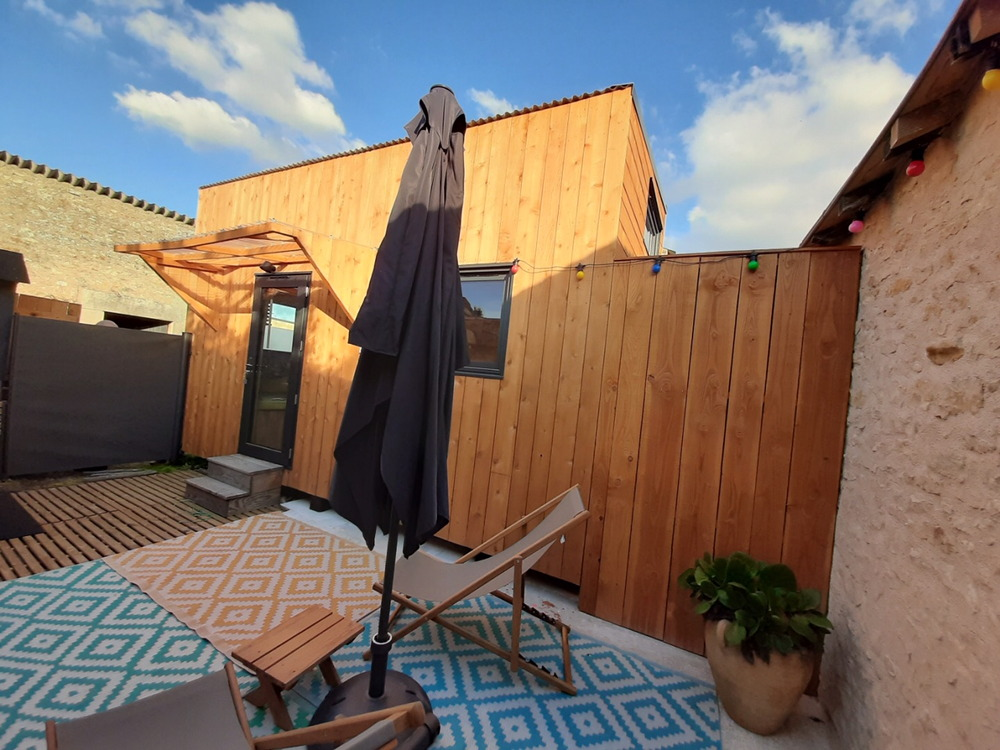 Tiny house France location Futuroscope, terrasse, ouvertures alu double vitrage