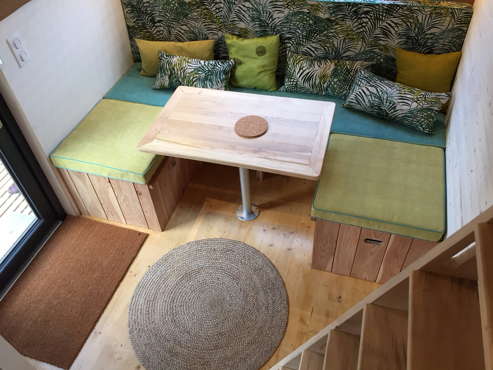 Tiny house France location Futuroscope, couchage double et salon